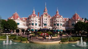 Välkomnande till Disneyland Paris, magiskt ställe någonsin royaltyfri fotografi