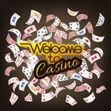 Välkomnande till kasinotecknet med det spridda pokerkortet Fotografering för Bildbyråer