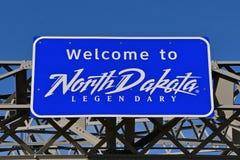 'Välkomnande till North Dakota 'tecken arkivbilder