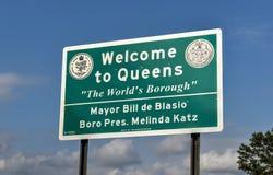 Välkomnande till Queenstecknet - New York Fotografering för Bildbyråer