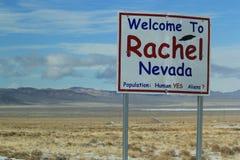 Välkomnande till Rachel Nevada Sign Royaltyfria Bilder