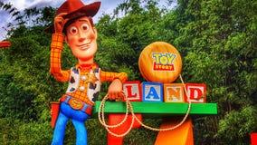 Välkomnande till Toy Story Land på studior för Disney ` s Hollywood royaltyfria bilder