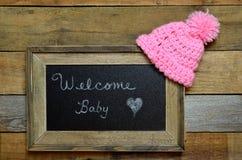 Välkomnandet behandla som ett barn flickaannoucement Royaltyfria Foton