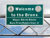 Välkomnandet till den Bronx gatan undertecknar in New York Royaltyfri Bild