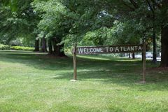Välkomnandet till det Atlanta tecknet på den linjära Olmsteden parkerar Royaltyfri Fotografi