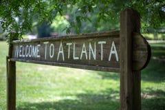 Välkomnandet till det Atlanta tecknet på den linjära Olmsteden parkerar Royaltyfri Foto