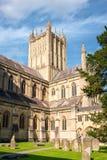 Väller fram domkyrkan av St Andrew Arkivfoto