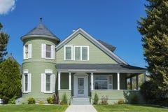 Välsköttt klassiskt amerikanskt hus arkivfoton