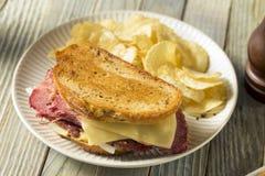 Välsmakande hemlagad slags konserverad skinka Reuben Sandwich Royaltyfri Bild