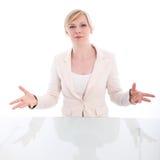 Vältalig kvinna som pläderar henne fall arkivfoton