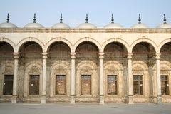 välva sig den symmetriska hussein moskésultanen Royaltyfria Bilder