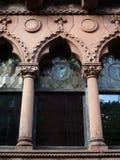 välva sig gotiskt Arkivbilder