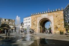 Välva sig i Medinaen i huvudstaden av Tunisien Royaltyfri Fotografi