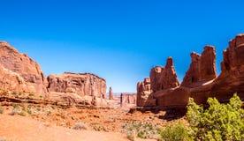 välva sig nationalparken utah Parkera avenyn Resa till den vilda västernstenMoab öknen, Utah royaltyfria foton