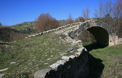 välvd bro Arkivbilder