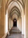 välvd cloister royaltyfri bild