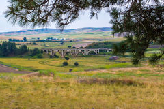 Välvd järnvägbro Arkivbilder