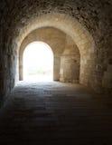 Välvd korridor som leder till borggården av Alexandria Castle Fotografering för Bildbyråer