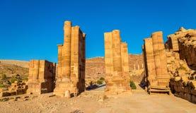 Välvd port i den forntida staden av Petra, Jordanien Arkivfoto