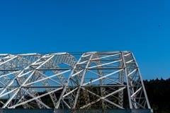 Välvd stålstruktur av taket av den speciala förlorade nedgrävningen av sopor i Koelliken Schweiz royaltyfri fotografi