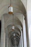 Välvd takhall och kolonnad royaltyfri foto