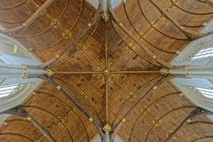 Välvt tak i kyrka royaltyfria foton