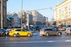 Vänd från Mokhovaya till den Tverskaya gatan i Moskva arkivbild