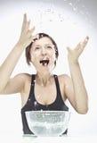 vänd henne mot den tvättande kvinnan Royaltyfri Fotografi