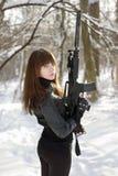 Vänd lady med vapnet fotografering för bildbyråer