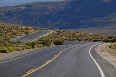vända för väg för asfaltkurvhuvudväg Royaltyfria Bilder