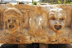 Vända mot på stenbasrelieferna i den forntida staden Myra Royaltyfria Bilder