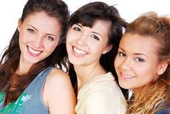vänder lyckliga vänner mot Royaltyfria Bilder