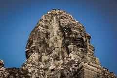 Vänder mot statyn, gränsmärke i det Angkor kriget i Cambodja Fotografering för Bildbyråer