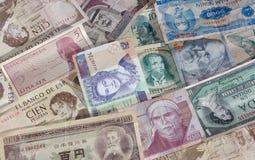 vänder pengar mot Arkivfoton