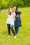 Vänkvinnor som gör selfie Arkivbilder