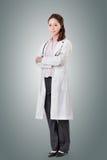 Vänlig asiatisk doktor arkivfoton