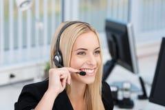 Vänlig call centeroperatör eller receptionist royaltyfri fotografi
