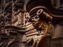 Vänliga träinristade konturer och framsidor i gamla Abbey Floref Fotografering för Bildbyråer