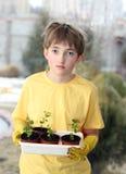 vännen planterar barn Arkivfoto