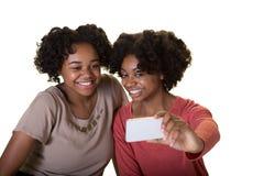 Vänner eller tonår som tar ett foto royaltyfria foton