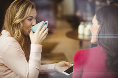 vänner för kaffekopp som har Arkivbilder