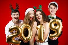 Vänner för nytt år och för glad jul festar arkivfoton