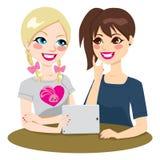 Vänner för tonårs- flickor för minnestavla Royaltyfria Bilder