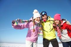 Vänner i wintertime Arkivfoto