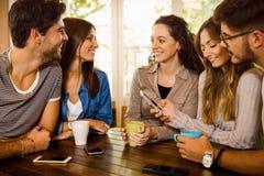 Vänner på kafét royaltyfria foton
