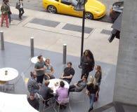 Vänner på lunch, New York City Arkivbilder