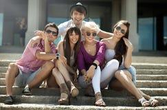 Vänner på semester Fotografering för Bildbyråer