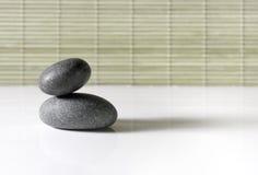 vänstersida stenar zen Arkivbild