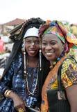 Vänstert: rättvis-att gifta sig Fula, rätt: kvinnor för wolof (stam), Gambia Arkivbilder