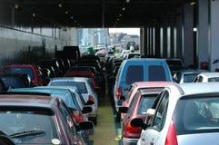 vänta för bilar Arkivbild